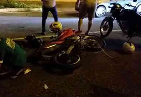 Motociclista fica ferido após colidir com uma caminhonete, em João Pessoa