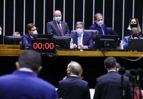 Câmara dos Deputados aprovou MP que dispensa licitação para compra de insumos contra a Covid-19.