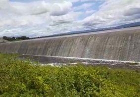 Vídeo | Barragem no Sertão transborda após atingir capacidade máxima