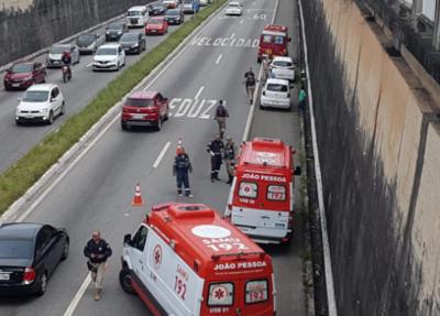 Você viu? Motociclista morre durante acidente em viaduto de JP