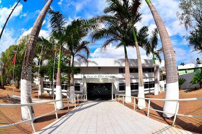 Câmara de CG suspende sessões presenciais após confirmar 8 casos de covid