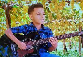 Com versão sertaneja de 'Spending My Time' menino de Petrolina avança no 'The Voice Kids'
