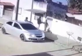 Vídeo flagra policial suspeito de homicídio antes do crime