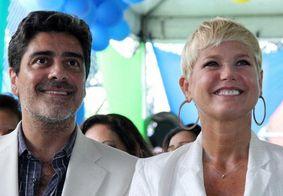Xuxa comemora aniversário do namorado com fotos ousadas