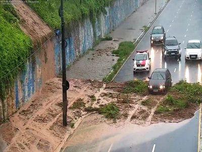 Barreira desabou na Av. Epitácio Pessoa, na capital