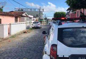 Mulher é encontrada morta com duas facas cravadas na barriga em Santa Rita