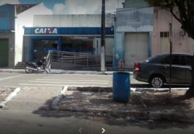 Vídeo: Bandidos sequestram mulher e violam agência bancária na Paraíba