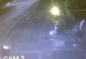 Vídeo: câmeras flagram arrombamento a posto de gasolina com caminhão de coleta de lixo
