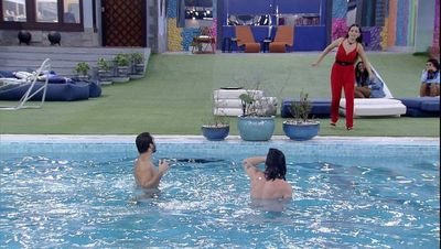 Gilberto e Fiuk na piscina