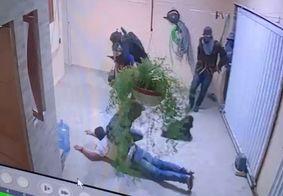 Criminosos invadiram a residência e fizeram reféns
