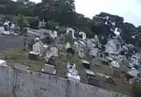 """Câmera de segurança registra """"fantasma"""" andando em cemitério; veja"""