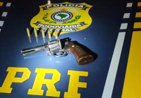 Grupo é detido e adolescente apreendido com arma e droga em abordagem da polícia, na Paraíba