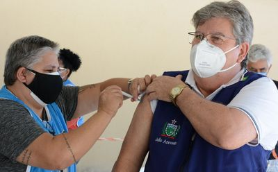 Governador da Paraíba recebe primeira dose da vacina contra a Covid-19