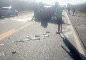 Acidente entre dois carros e um caminhão deixa sete feridos na PB