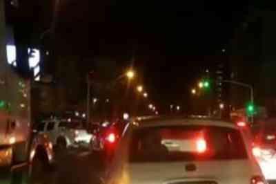 Queda de árvore atrapalha trânsito no bairro da Torre, em João Pessoa