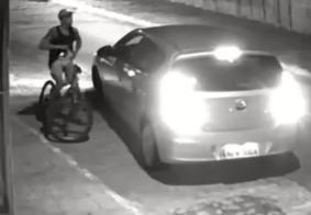 Câmeras de segurança flagram assalto a motorista em bairro de João Pessoa