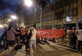 Posse de novo reitor da UFPB tem ataque com ovos; protestos chegam ao 7° dia