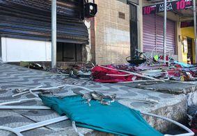 Frente da loja destruída