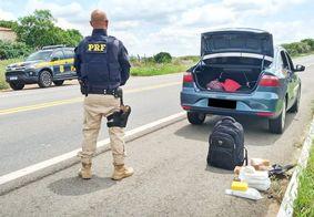 PRF apreende 10kg de crack com adolescente em táxi no interior da PB