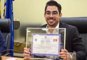 Gabriel Diniz recebe título de cidadão paraibano na Assembleia Legislativa da PB