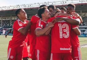 Internacional segue líder e afunda o Vasco em jogo polêmico, no Brasileirão