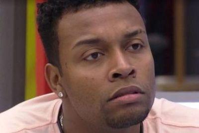 """Nego Di passa mal e precisa ir ao hospital: """"Tudo dando errado"""""""