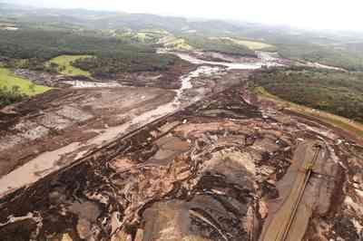 Socorristas resgatam 157 mortos em Brumadinho