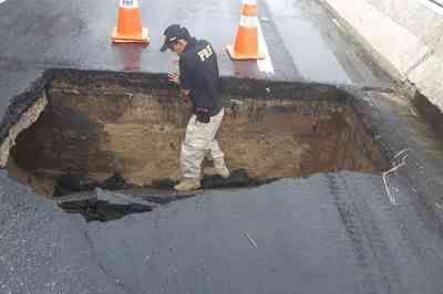 Após fortes chuvas, asfalto cede na BR-230 e abre cratera sobre ponte do Rio Paraíba