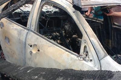 Polícia encontra ossos humanos em carro após incêndio atingir depósito de banheiros químicos