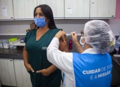 Profissionais de hospitais, UPAs e Samu recebem dose da Coronavac em João Pessoa