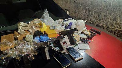 Trio é preso com drogas, armas e munições, em João Pessoa