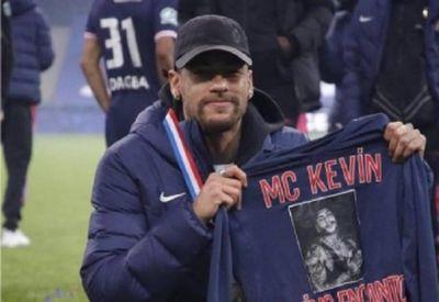 Mãe de Kevin, Valquíria Nascimento, reproduziu a homenagem