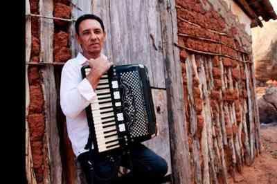 Cantor e compositor Dejinha de Monteiro morre aos 67 anos