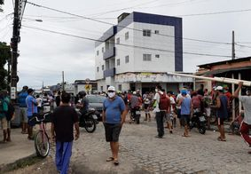 Mesmo suspensa, feira livre é realizada e tem aglomeração em João Pessoa