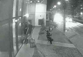 Vídeo mostra briga em que motoboy é esfaqueado após demora em entrega