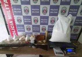 """Polícia apreende espingarda 12, cocaína e crack em """"boca de fumo"""", na Capital"""