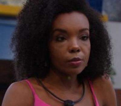 """Thelma alfineta Marcela: """"Levanta bandeira feminista e me troca pelo primeiro boy que aparece"""""""