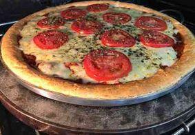 Aprenda a receita de pão de queijo com molho de tomate