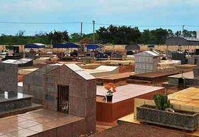 Homem invade cemitério e abre caixão com vítima de Covid-19