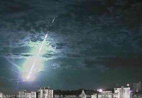 Câmeras flagram meteoro atravessando atmosfera na região Sul do Brasil
