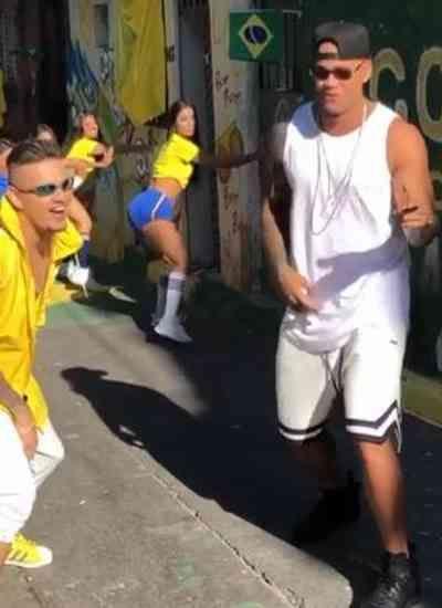 Vídeo: Leo Santana grava clipe 'Copa do Bumbum'; confira trecho dos bastidores
