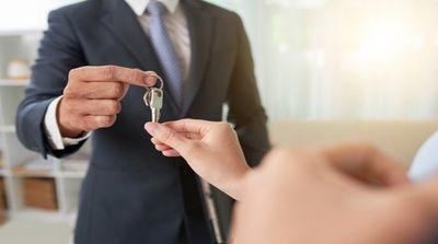 A chave do seu carro ou casa tá na mão.