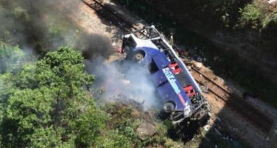 Ônibus que caiu de ponte e deixou 14 mortos saiu de Alagoas; motorista teria fugido