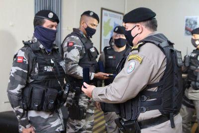 Policiais que socorreram mulher em trabalho de parto recebem medalhas de reconhecimento