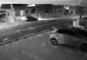 Vídeo: câmeras flagram momento em que carro se choca com poste na Torre, em JP