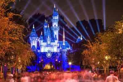 Empresa oferece salário de R$ 16 mil para testar parques de diversões na Flórida