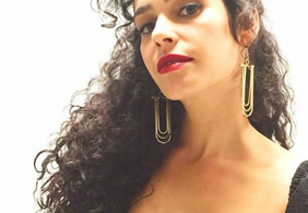 """""""Isso aqui é uma zona do c***lho"""": atriz viraliza ao se revoltar contra Bolsonaro"""