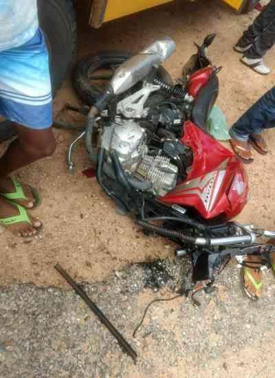 Acidente entre carro e motocicleta deixa três mortos na Paraíba