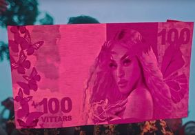 Em novo clipe, Pabllo Vittar brinca com fake news a seu respeito; assista
