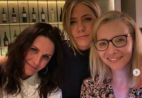 Jennifer Aniston, Courteney Cox e Lisa Kudrow curtem noite juntas